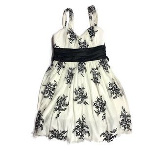 Dresses & Skirts - Black Bow White Lace Overlay Dress L